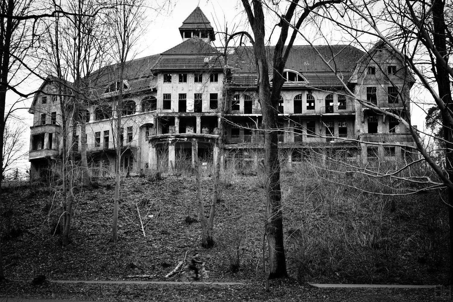 Are you up for the challenge? Check out these Haunted Houses. Picture by Wikipedia