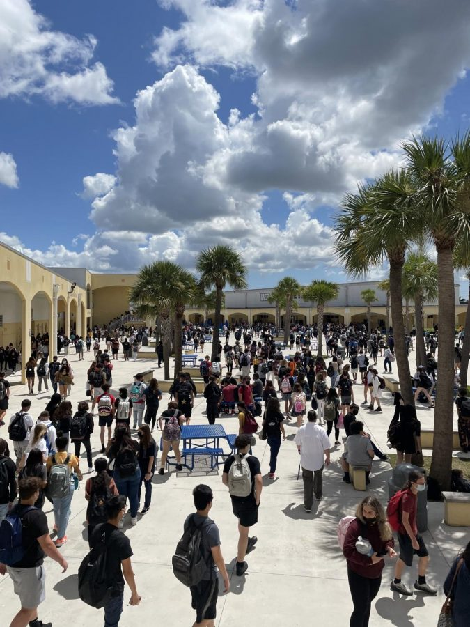 Students+released+at+West+Boca+Raton+High+School+courtyard+during+lunch+time